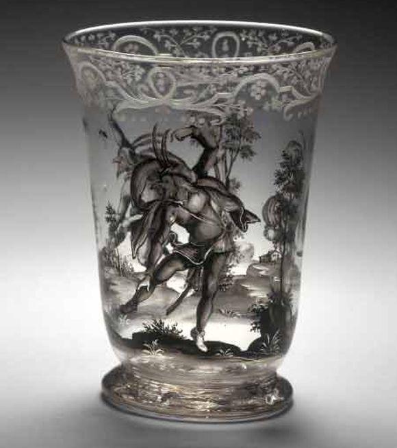 Číška s tančícími postavami, 1715-1720, čiré sklo, malované švarclotem