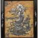 Dekorativní vykládaná destička  Čína, konec 19. století. 25 × 20 cm.  Mastek vykládaný perletí, dřevěný rám s perleťovými aplikacemi. Námětem panelu je bohyně Kuan-jin sedící na lotosovém trůnu v mracích s rybou, symbolem hojnosti.