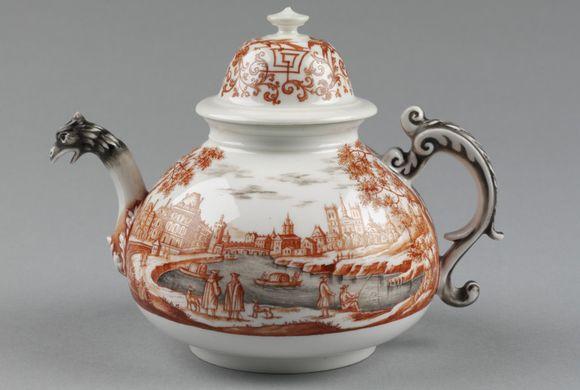 Ignác Preissler, Čajová konvice, míšeňský porcelán, dekor 1725