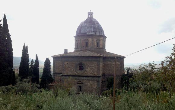 Pohled ze silnice nad kostelem, foto: Ondřej Slanina