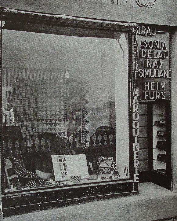 Shop of Sonia Delauny by architect Gabriel Guevreakin /Obchod Sonia Delauny od architekta Gabriela Guevreakina