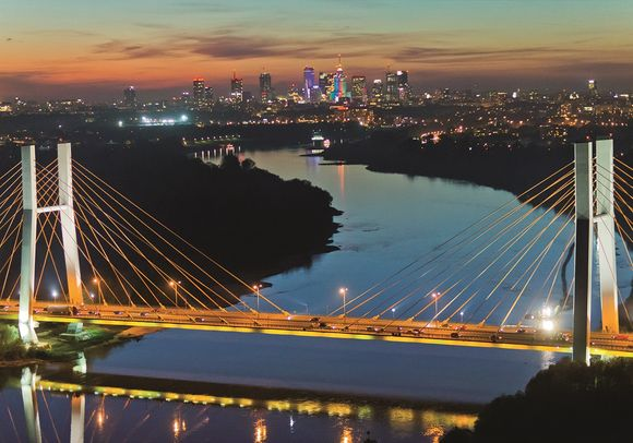 Siekierkowský most s panoramatem Varšavy v pozadí   (co): Maciej Margas